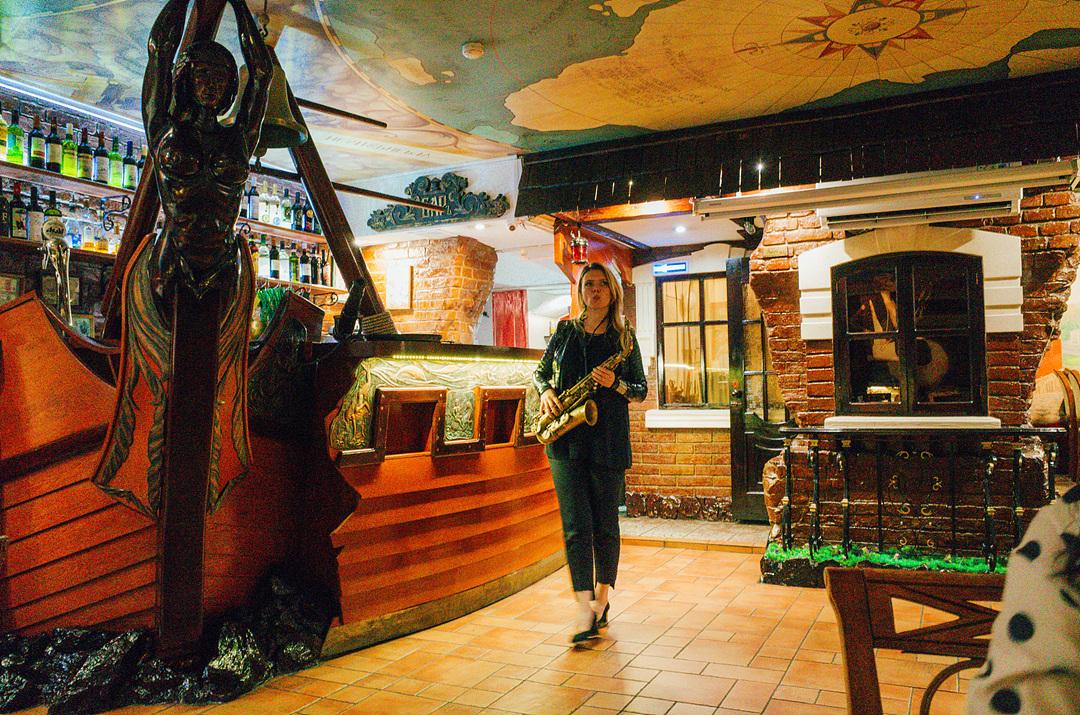 레스토랑_(4)_85802392.jpg